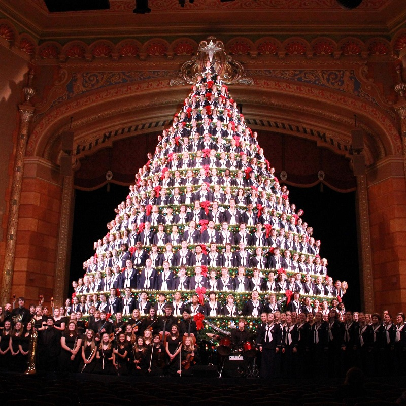 Christmas Holiday Events In Muskegon Mi 2020 America's Tallest Singing Christmas Tree   Visit Muskegon