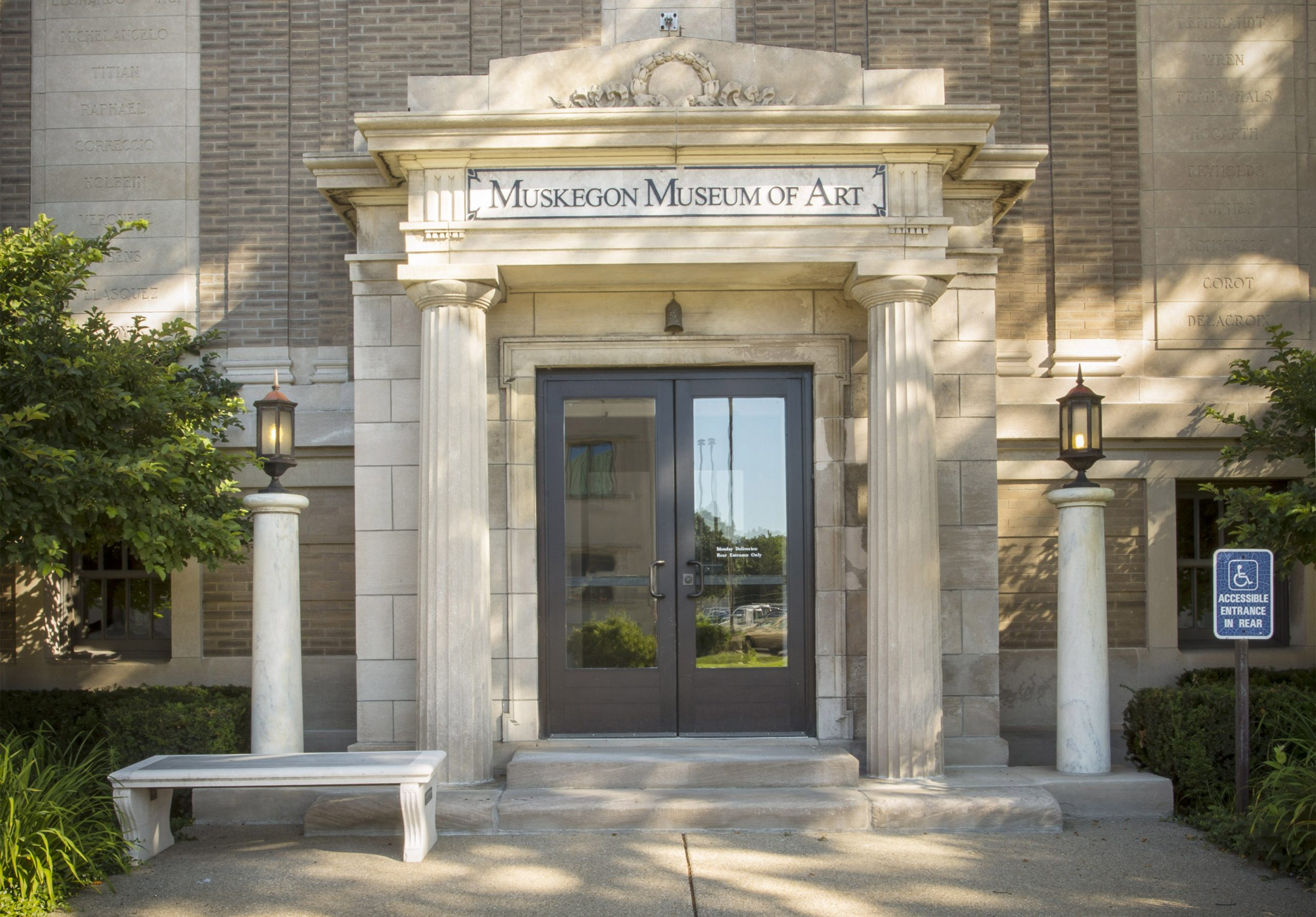 Tan color building with pillars and front doors to the Muskegon Museum of Art